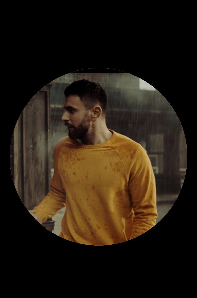 barbat in ploaie